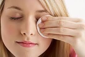 зачем смывать косметику с глаз